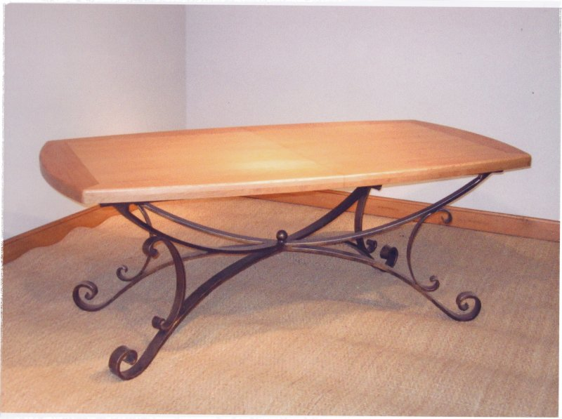 Table de salle a manger en merisier et pied en fer forge - Salle a manger en fer forge et verre ...