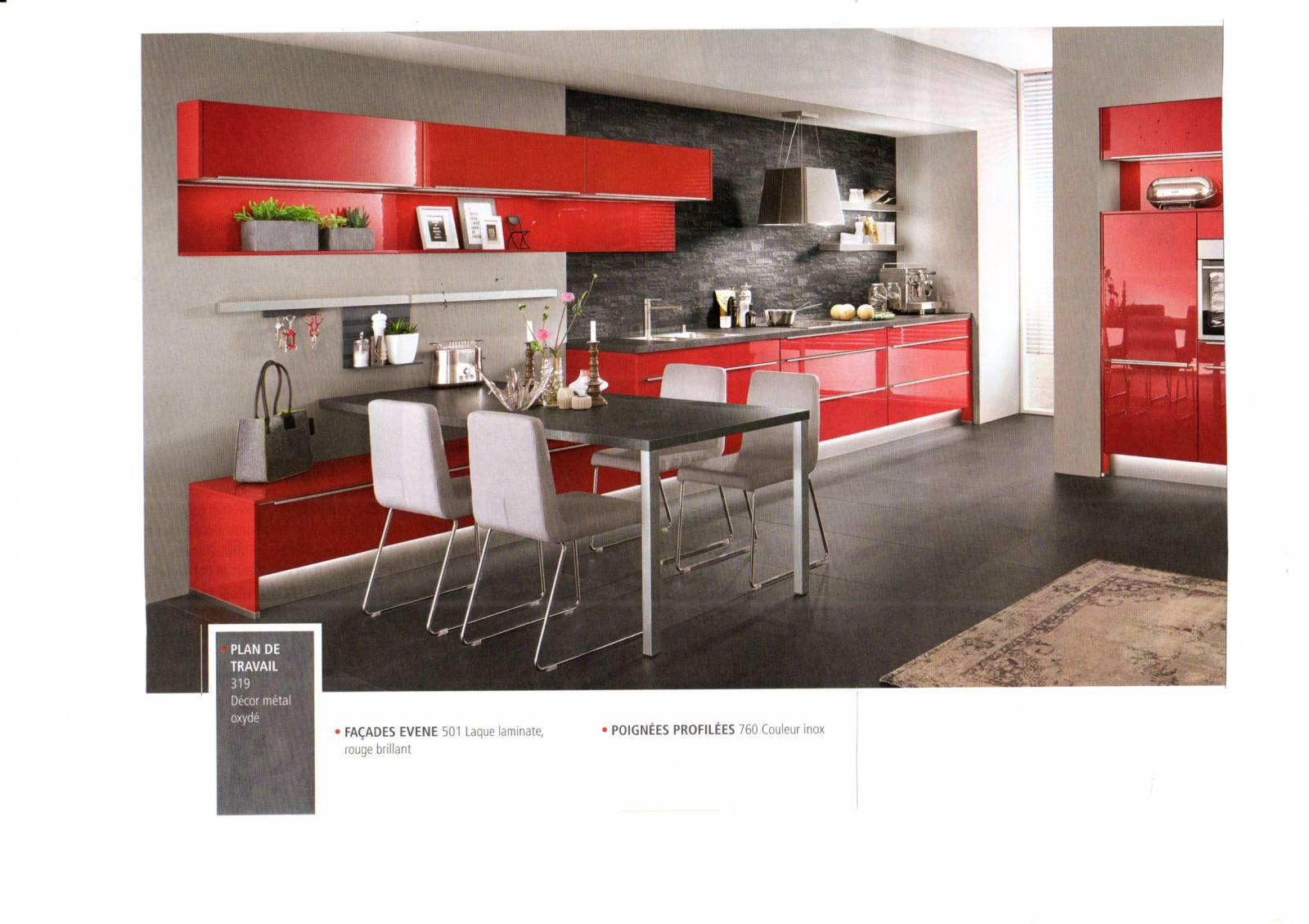 Modeles De Cuisine En Bois Rouge espace de vie ; cuisine sur mesure décor ardoise et bois