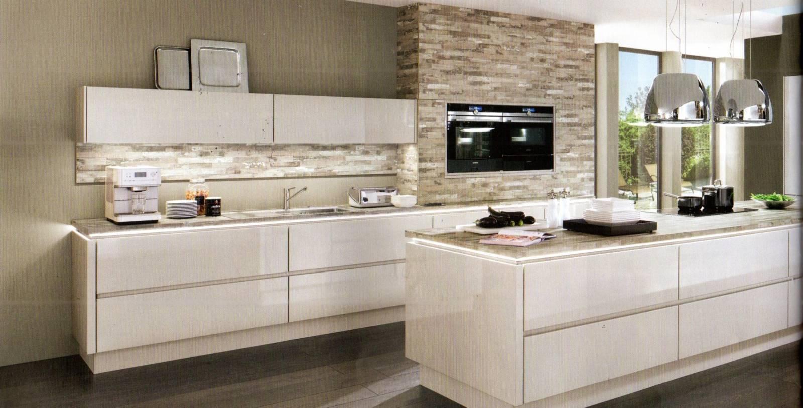 Cuisine Chaleureuse Avec Ilot réalisation d'une cuisine sur mesure ,laquée blanc , près de