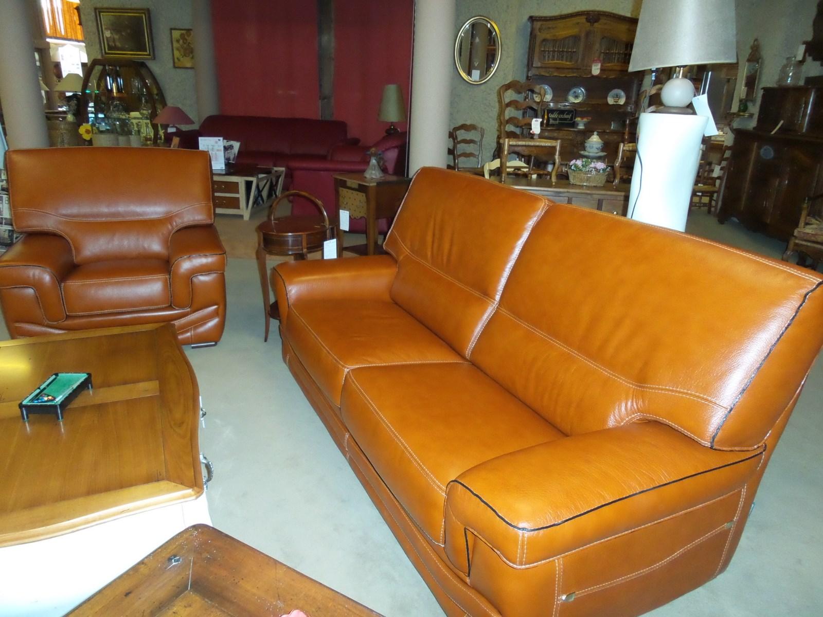 Salon Cuir Buffle Italien canape fixe en cuir buffle surpiqué; cossu et confortable c